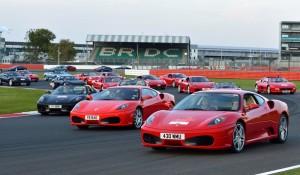 964 Ferrari aynı anda piste çıktı