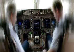 Mandal takıldı, THY uçağı pisti pas geçti