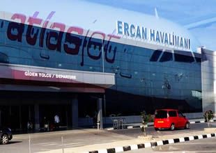 Ercan Havaalanın'da yolcular çileden çıktı