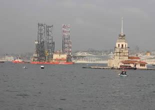 Dev platform İstanbul Boğazı'nı kapattı