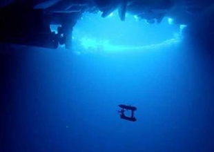 Uydunun yapamadığını denizaltı yaptı