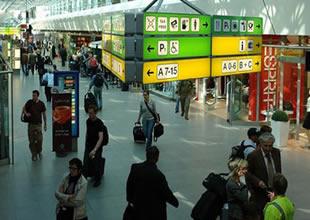 Berlin Tegel Havaalanı'nda zehirlendiler