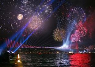 İstanbul Boğazı'nda Cumhuriyet şöleni
