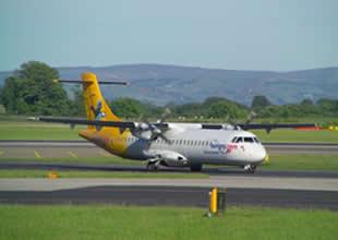 ATR-72 tipi yolcu uçağının motoru arızalandı