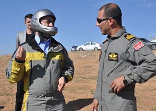 Ahmet Aydın yamaç paraşütü ile atladı