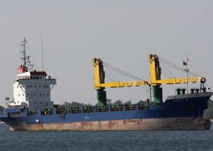Nemrut'ta kuruyük gemisi karaya oturdu