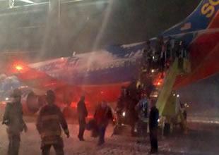 Southwest uçağı pistte kayınca duramadı