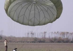 6 kursiyer uçaktan paraşütle atladı