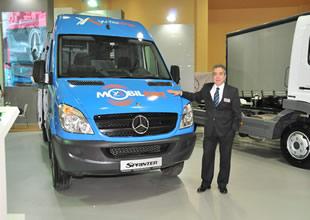 Mercedes-Benz kamyon modellerini sergiliyor