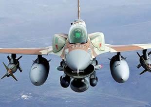 İsrail uçağı düşürüldü, pilotlar esir alındı