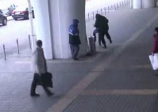 Havalimanında silahlı gasp kamerada