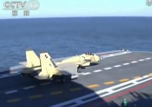 Uçak gemisine savaş uçaklarını indirdi