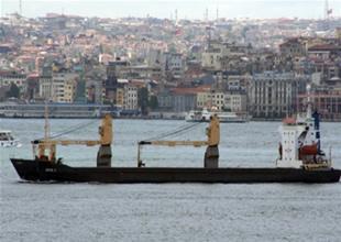 Sarayburnu'nda kargo gemisi sürüklendi
