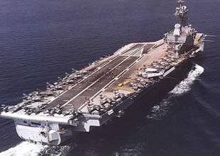 Fransız uçak gemisi Suriye açıklarında