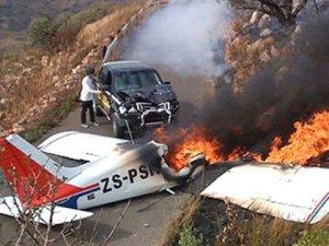 Güney Afrika'da küçük uçak düştü: 5 ölü