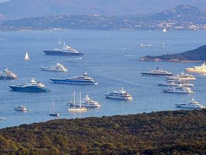 Milyarderler, Sardunya Adası, Porto Cervo Koyu'na akın etti