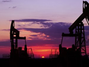 Petrol, 6 yılın en düşük seviyesini test ediyor