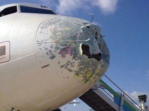 Alitalia uçağına dolu engeli!