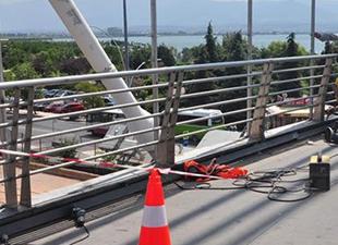 Hızlı tren güvenliği için köprülere cam korumalık