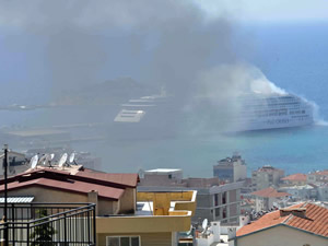 Kuşadası Limanı'nda korkutan yangın