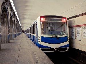 Rusya'da St Petersburg Metrosu'na yeni trenler geliyor