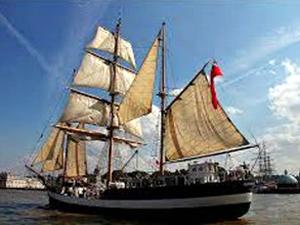 Tarihi yelkenliler Londra'da geçit töreni yaptı
