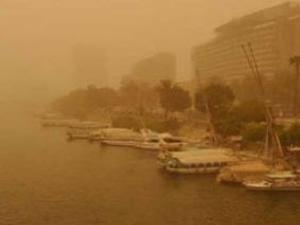 Kum fırtınasından dolayı Mısır'da 4 liman kapatıldı