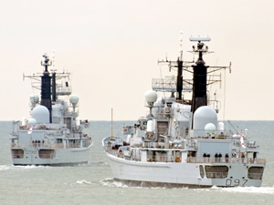 HMS YORK ile HMS EDINBURGH isimli İngiliz savaş gemileri sökülmek üzere Aliağa'ya demirledi