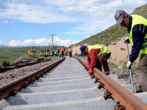 Bakü Tiflis Kars demiryolu ile Çin'den Avrupa'ya yük taşınabilecek