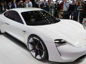 Porsche, Frankfurt'ta iki dünya prömiyeri yaptı