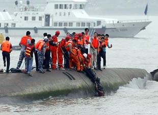 Yük gemisi balıkçı teknesi ile çatıştı, 5 kişi yaşamını yitirdi