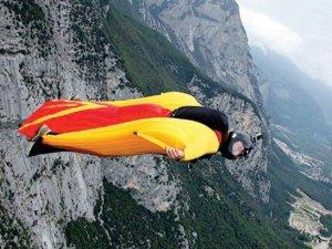 Wingsuit spor mu yoksa adrenalin bağımlılığı mı?