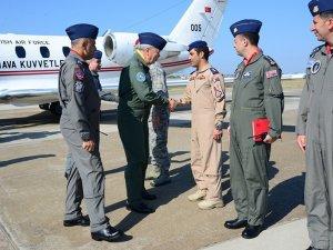 Komutan pilotların bayramını kutladı