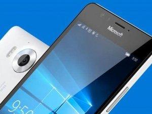 Microsoft'tan iki telefon birden!