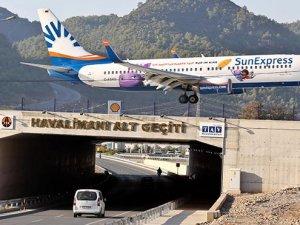 Altından otoban geçen ilk havalimanı