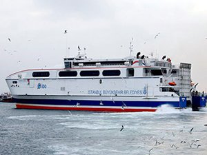 Mudanya'da feribot iskeleye çarptı