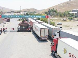 Sınırda bekleme süresi 13 güne kadar ulaştı, ihracatçı da nakliyeci de zorda