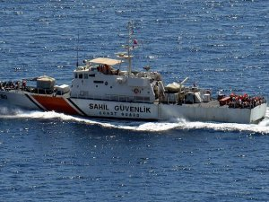 Çanakkale'de sığınmacıları taşıyan tekne battı: 14 ölü