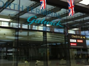 Londra Havalimanı'nda şüpheli paket alarmı