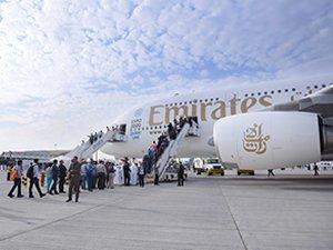 Emirates, Dubai Airshow'da yeni A380 uçağını tanıttı