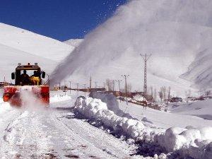 Doğu'da 678 köy yolu ulaşıma kapandı
