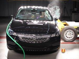 Opel Astra'dan çarpışma testi