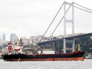 Rus askeri kargo gemisi boğazı Sahil Güvenlik eşliğinde geçti