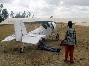Etiyopyalı mucit kendi uçağını yaptı