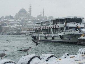 İstanbul'da ulaşıma ve eğitime kar engeli