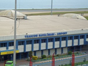 Trabzon'da uçuşlara kar engeli