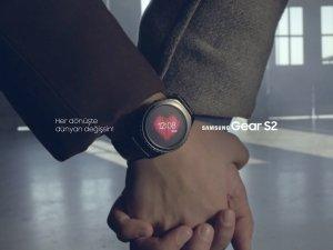 """Samsung'un yeni akıllı saati Gear S """"Dön Bebeğim"""" müzik videosuyla baş rolde"""