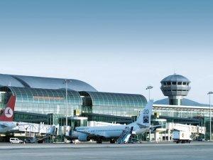 Bilal Ekşi'den Adnan Menderes hava limanı değerlendirmesi