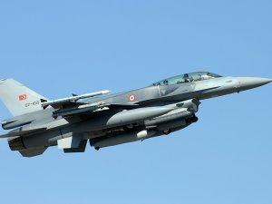 Mısır'da savaş uçağı düştü