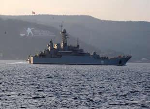 Rus askeri savaş gemileri İstanbul Boğazı'ndan geçti